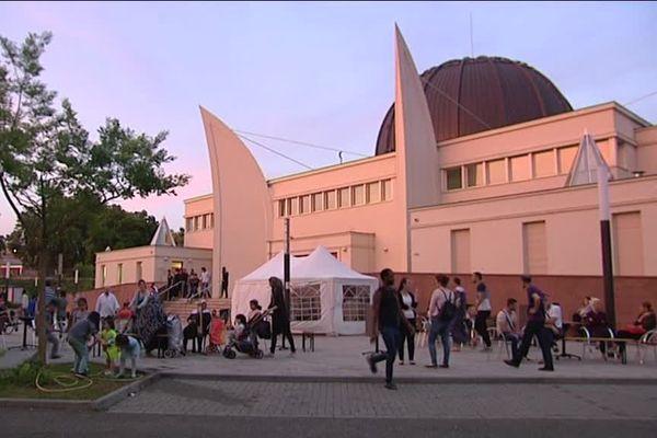 Plusieurs dizaines de personnes viennent rompre le jeûne ensemble dès le coucher du soleil
