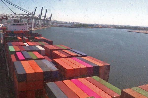 5 mai 2020 – Le Havre-  les quais de Port 2000 vus de la cabine d'un portique de manutention de conteneurs