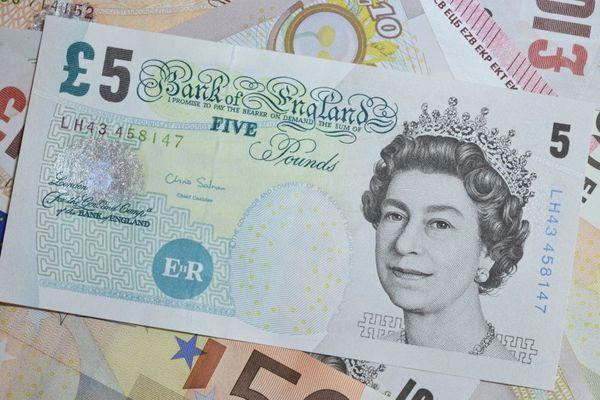 """La monnaie britannique perd de sa valeur depuis le vote en faveur du """"Brexit""""."""
