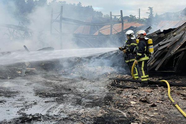 Les pompiers étaient encore en action ce matin, pour sécuriser le lieu du sinistre.