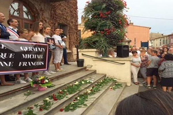 Bram (Aude) - au moins 600 personnes devant la mairie pour un hommage à Gisèle et Germain Lyon - 20 juillet 2016.