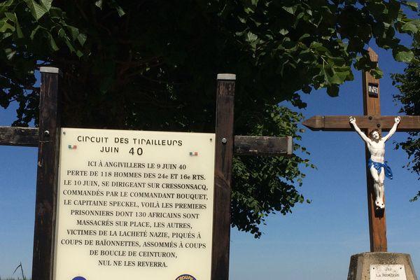 """À Angivillers, un calvaire commémoratif a été placé en hommage aux soldats africains, """"massacrés sur place"""" et """"victimes de la lâcheté nazie"""""""