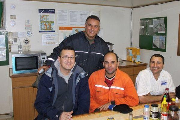 Des marins étrangers à l'escale dans les locaux du Seaman's Club de La Rochelle