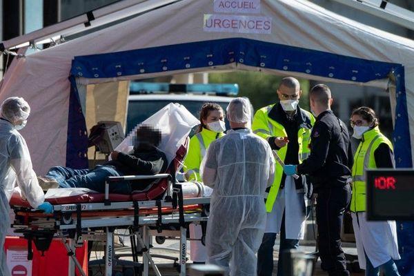Une cinquantaine de personnels soignants viendront renforcer les services parisiens, comme ici à Créteil.