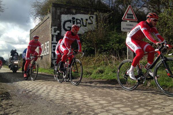 L'équipe Cofidis sur le parcours de Paris-Roubaix ce jeudi matin.