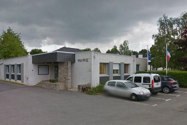 Le maire de Ploeren a retiré une exposition sur la Shoah dans une salle de la commune le jour du second tour de l'élection présidentielle à la demande du Front national.