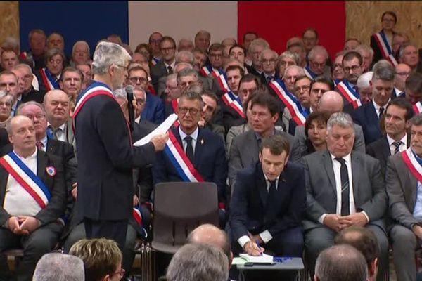 Les maires à Souillac, lors du grand débat avec Emmanuel Macron