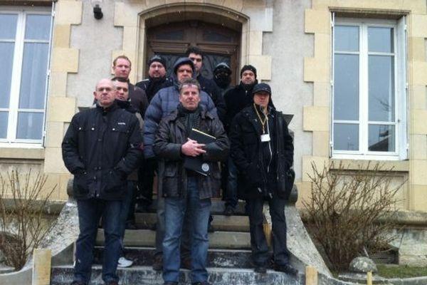 Les gardiens de prison devant la sous-préfecture de La Tour-du-Pin
