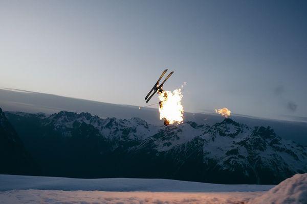 Le skieur en feu à l'affiche de la dernière création d'un réalisateur d'Aurillac, publiée le 15 avril.