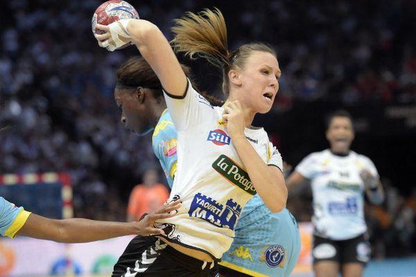 La Brestoise du BBH Amandine Tisser lors de la finale de coupe de France de handball féminin face à Toulon