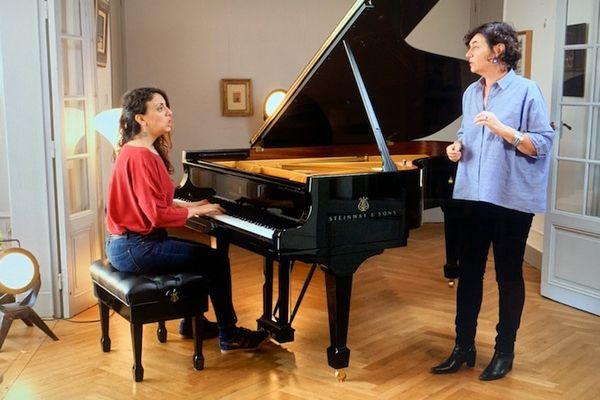 Sylvie Paz(D) a monté ce projet avec la chanteuse grecque Kalliroi Raouzeou.