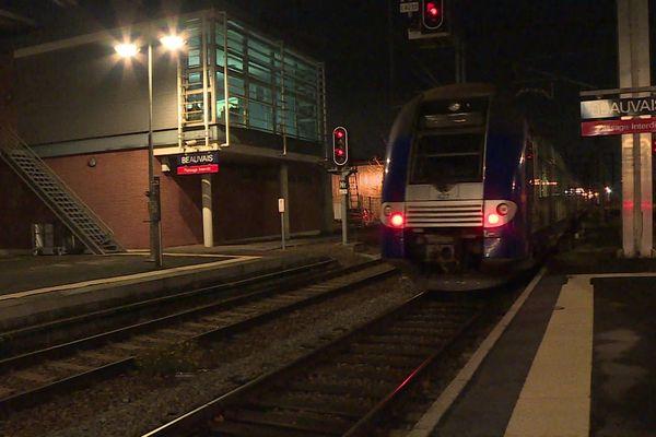 L'un des rares TER en circulation en gare de Beauvais, ce vendredi 6 décembre.