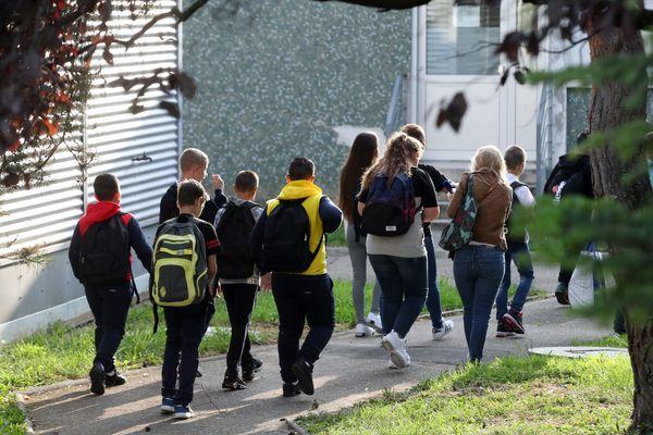Des élèves du collège Solignac de Strasbourg effectuent leur rentrés scolaire.