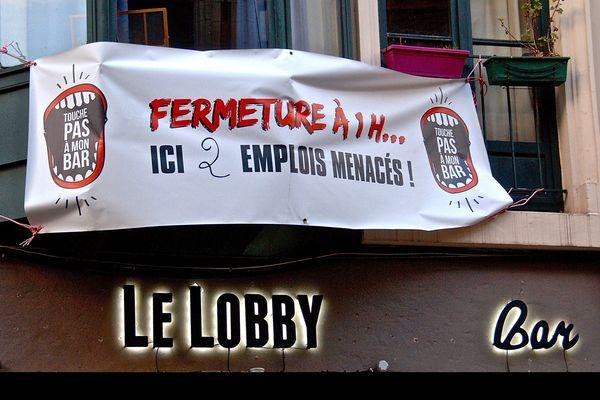 Depuis le 1er janvier 2015, les bars lillois doivent fermer à 1h, ce qui provoque la colère des gérants.
