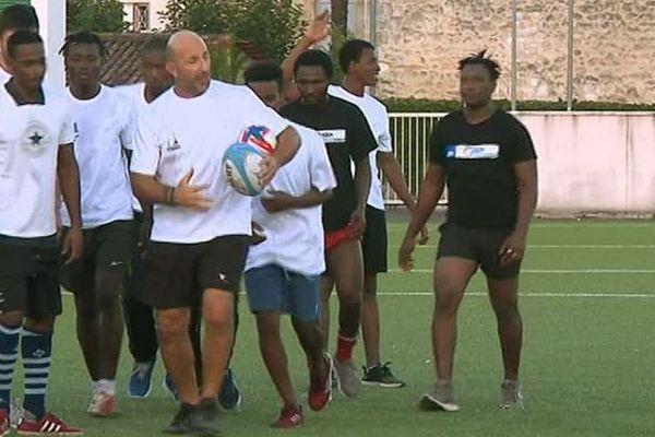 Ovale citoyen, une association qui utilise le rugby pour aider les migrants et les SDF à s'intégrer
