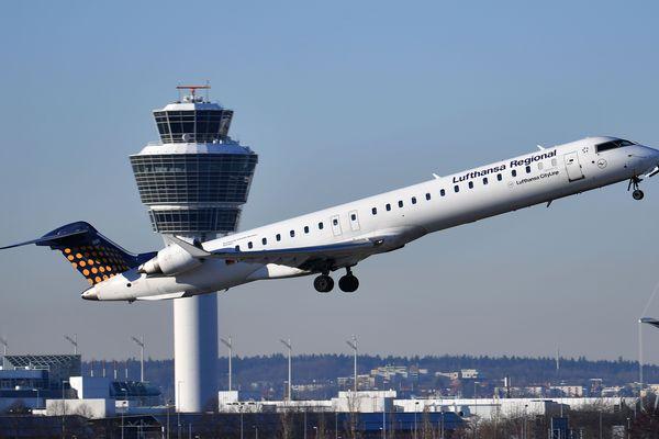 Un Bombardier CRJ-900 de la filiale régionale de Lufthansa CityLine au décollage de l'aéroport de Munich