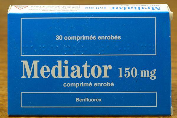 Le Mediator, médicament anti-diabétique des laboratoires Servier largement vendu comme coupe-faim, aurait provoqué la mort d'au moins 500 personnes en France.