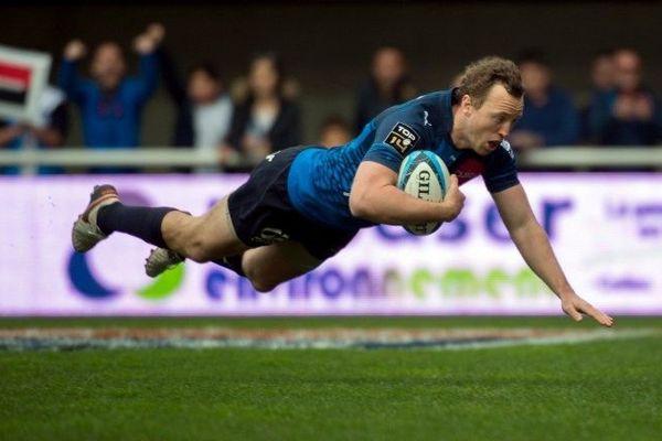 L'Australien Jesse Mogg marque un essai pour la 13e journée du Top 14 de rugby.
