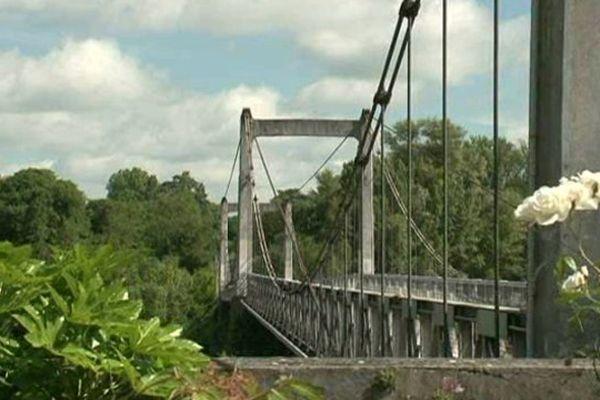 Pont suspendu (Indre-et-Loire)
