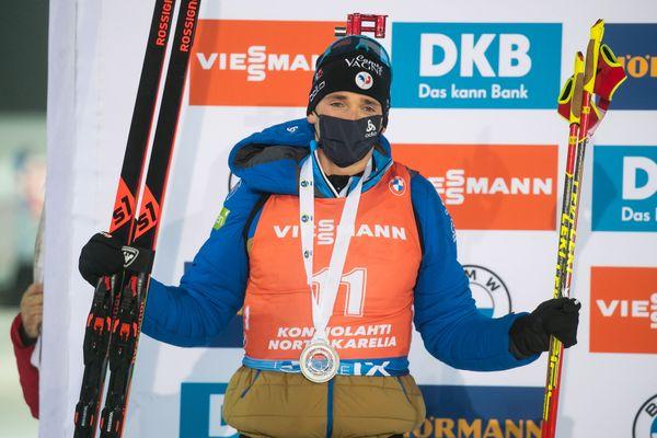 Fabien Claude, sur le podium, après sa deuxième place à la poursuite de Kontiohlati, le 5 décembre 2020.