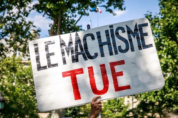 En France, une femme meurt en moyenne tous les deux jours.