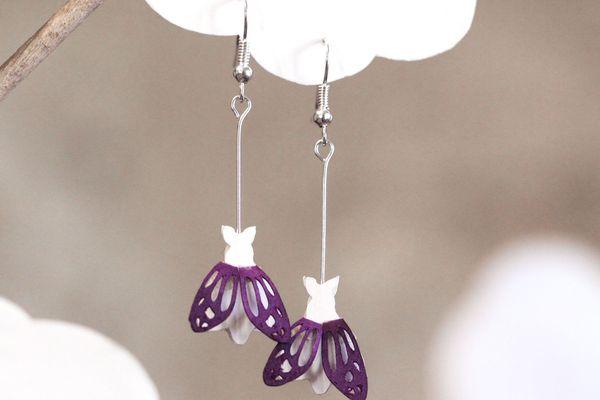 Des boucles d'oreilles en papier réalisées main, une création de Laÿla Nahas, artisane designer