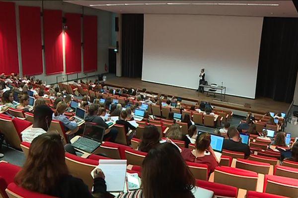 Etudiants à l'UPJV.