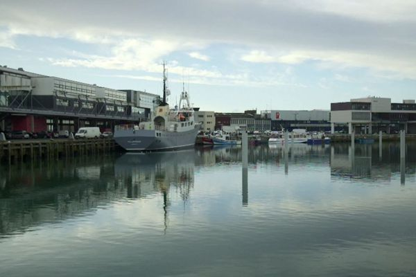 Le Polarfront, en cours de restauration dans le port de Boulogne-sur-mer