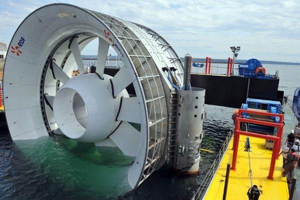 Une hydrolienne en cours d'essais par EDF au large de Paimpol-Bréhat