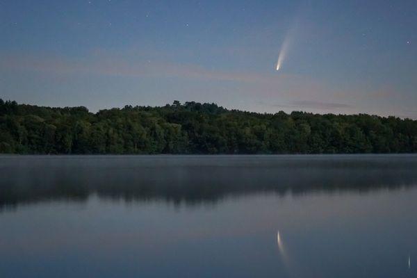 La comète Neowise photographiée par un astronome amateur limougeaud depuis le lac de Saint-Pardoux