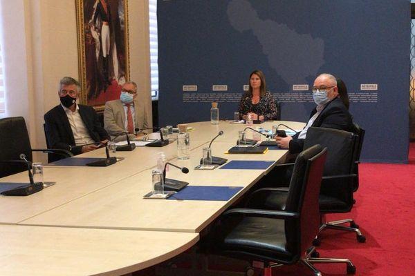 Les élus de la Métropole Nice Côte d'Azur et ceux de la CARF étaient chacun de leur côté connecté à la réunion organisée par l'Elysée.