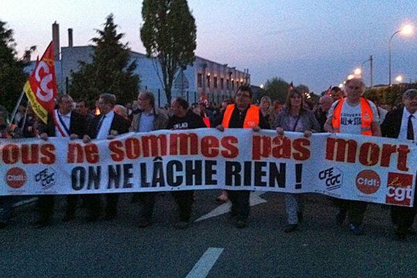Mardi 7 mai 2013 : départ de la retraite aux flambeaux des salariés de Petroplus