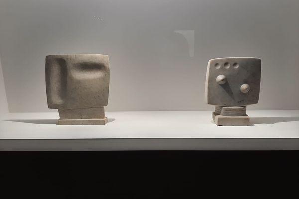 Les débuts de Giacometti, inspirés du cubisme et des civilisations extra occidentales.