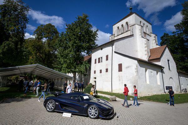 Le constructeur Koenigsegg  a affiché son mécontentement sur l'estimation de son modèle One bleu et noir carbone.