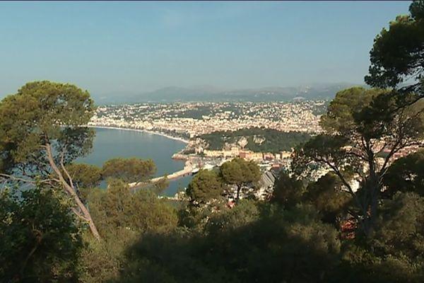 Vue de Nice depuis les hauteurs de la ville.