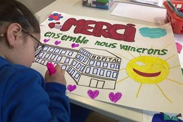 Le groupe scolaire Anatole-France à Roubaix est devenu un centre accueil et loisir le temps de l'épidémie.