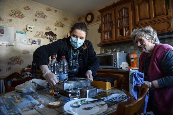 Présente 7 jours sur 7 auprès des personnes âgées ou dépendantes, la profession estime avoir pris de nombreux risques, et à ce titre, demande une reconnaissance a minima.