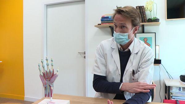 Le Dr Edward de Keating, chirurgien de la main à la clinique Jules Verne Nantes, qui a pratiqué l'opération.
