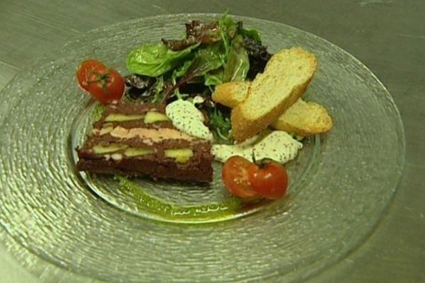 La recette de fêtes du chef de la Ferme de Chadet : une terrine de boudin aux pommes et au foie gras.