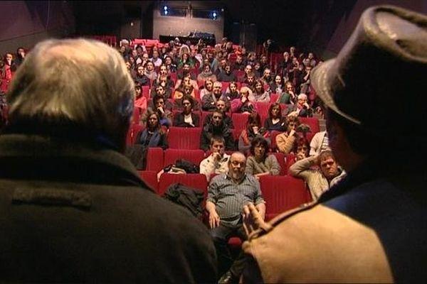 Les intermittents du spectacle se sont réunis à Dijon au théâtre du Parvis Saint-Jean jeudi 27 février en assemblée générale