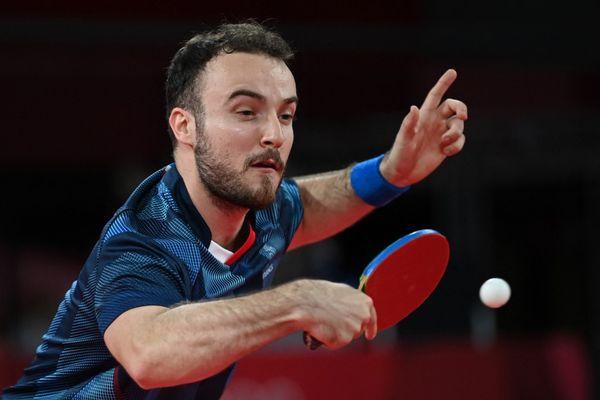 En s'appuyant sur son coup le plus fort, le revers, le pongiste Toulousain s'est qualifié pour les 8èmes de finale du tournoi olympique de tennis de table, ce mardi 27 juillet à Tokyo.