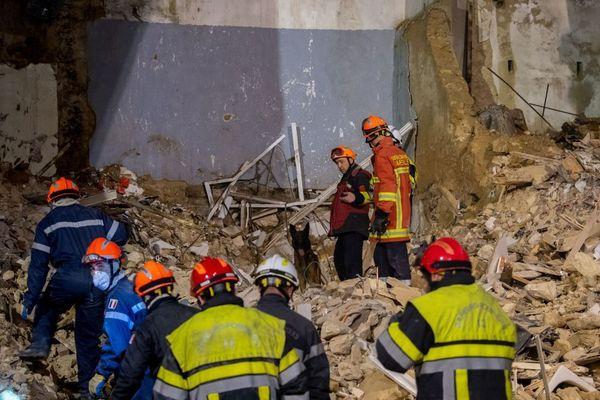 Les secours travaillent sans cesse pour retrouver les disparus sous les décombres des immeubles effondrés de Marseille. / © Bataillon des Marins-pompiers de Marseille