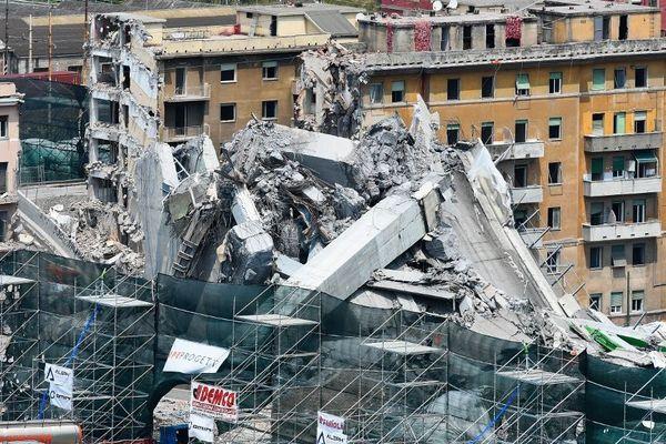 Le 28 juin 2019, il a fallu détruire les restes du pont Morandi à l'explosif, en attendant la reconstruction.