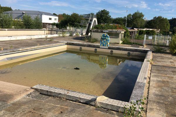 L'ancienne piscine découverte de l'île d'Offard à Saumur laissée à l'abandon