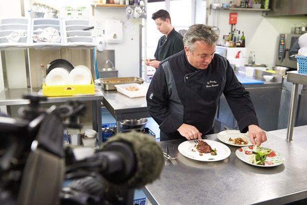 Olivier Boussard dans sa cuisine du Beaulieu - Le Mans -