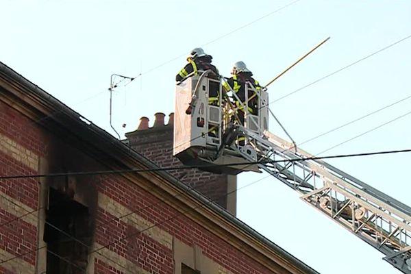 Plus de 60 pompiers ont été mobilisés pour venir à bout de l'incendie.