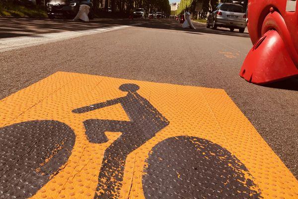 Des voies entières ont été aménagées pour les cyclistes sur plusieurs grands axes de la ville