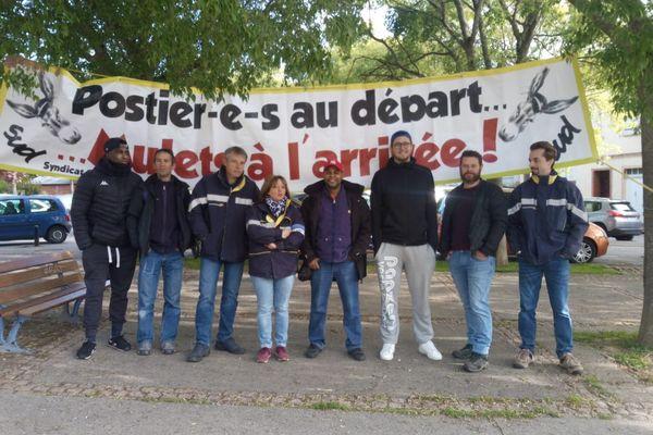 Les postiers de Castanet-Tolosan refusent de devenir de simples distributeurs de courrier.