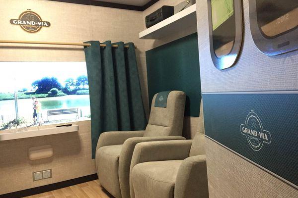 L'Ehpad de Beauvais mise sur un train thérapeutique pour ses patients atteints d'Alzheimer, les invitant à un voyage imaginaire au sein de l'établissement.