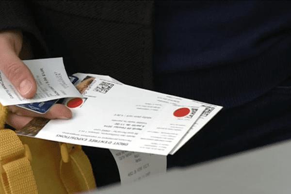 """Elodie et Maxence ont acheté le fameux tickets marqué du """"point rouge"""" !"""